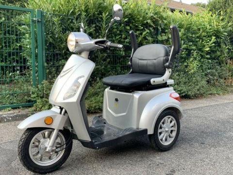 Elektro Roller 3 Rad Nova Motors wie neu mit Rechnung NP 1399€