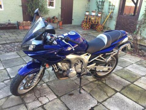 Yamaha Fazer RJ07 Motorrad Farbe: blau